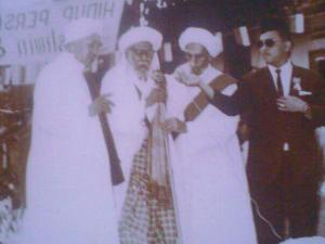 Al Habib Muhammad bin Ali Al Habsyi Al Habib Ali bin Abdurrahman AlHabsyi Al Habib Ali bin Husein Al Athas Al Habib Husein bin Sihab ( ayah HB Rizieq Sihab .Ket.FPI ) [Foto by Antoe Jibril]