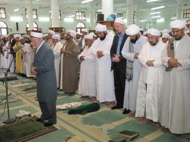Beda mazhab tetap satu - imam adalah syekh al bouthi
