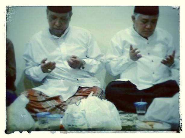 Kh. Said Aqil Siradj & KH. Din Syamsuddin dalam acara tahlil bersama di rumah Alm.Kyai