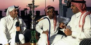 Warga Arab menikmati Shisha