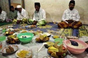 Hidangan Tahlil yang diniatkan sedekah untuk mayyit