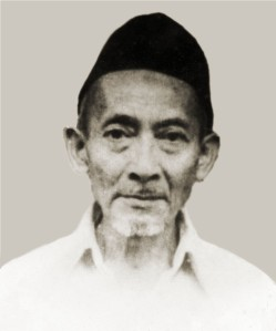 KH. Hasan Mughni keturunan kelima dari Eyang Hasan Maolani