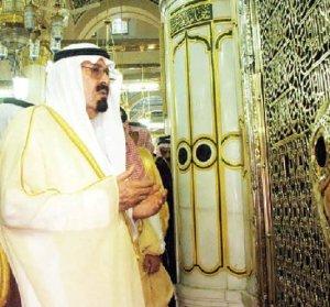 raja-saudi-berdoa-di-makam-rasulullah