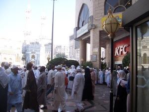 KFC_di-luar-lingkungan-Masjidil-Haram-1