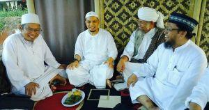 KH. Uzairon (Temboro) - KH. Arifin Ilham dan ulama lain