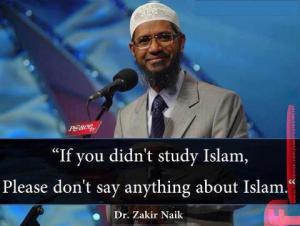 Dr. Zakir Naik mengenakan setelan Jas