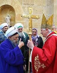 Syekh Nazhim datang ke Gereja Roma untuk Menemui Paus dan mendakwahi Islam
