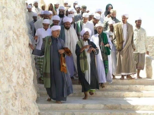 Habib Umar Berpakaian di atas mata kaki ( Non Isbal)