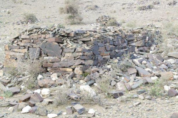 Polisi saudi menghancurkan makam