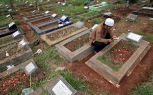 baca qur'an di kuburan