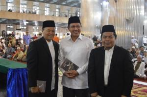Dr. Luthfi Fathullah (Kiri dari arah mereka), bersama DR. Hidayat Nur Wahid & Mentri Agama