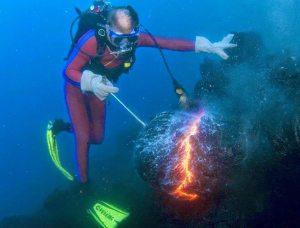 Api di dalam air laut bukti kebenaran Al-Qur'an