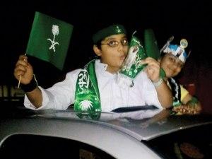 mencium raja saudi