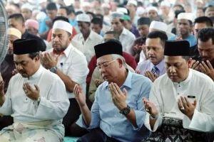 Doa bersama di pimpin Imam suara keras