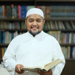 Dr. Amir Faishol Fath