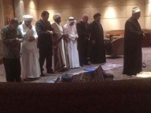Syekh Al-Azhar mengimami sholat