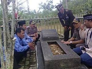 Makam nya KH sholeh iskandar